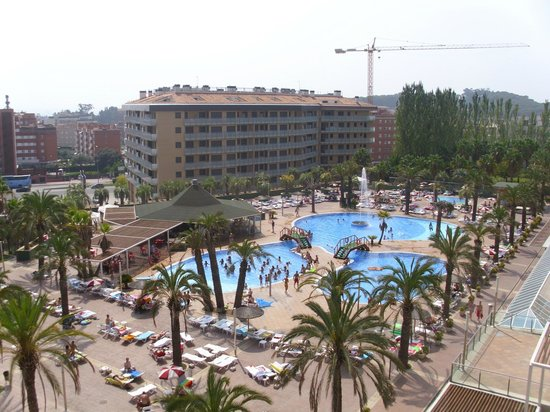 Aparthotel Costa Encantada : View of the pool from our balcony!