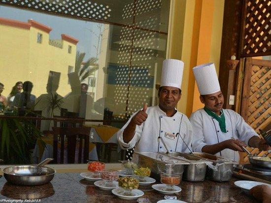 Blue Reef Red Sea Resort : Il bravo Shef  Sayed e il suo assistente
