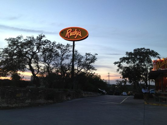 Rudy's Barbecue: The sign