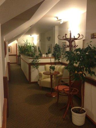 Hotel 16: Hallway (3rd floor)