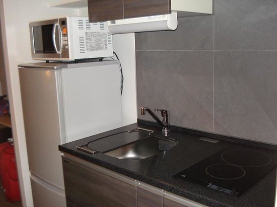 Residential Hotel B: CONTE Asakusa: Microwave, Fridge & Stoves