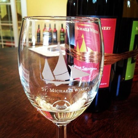 Saint Michaels Winery: Wine tasting at St. Michaels Winery