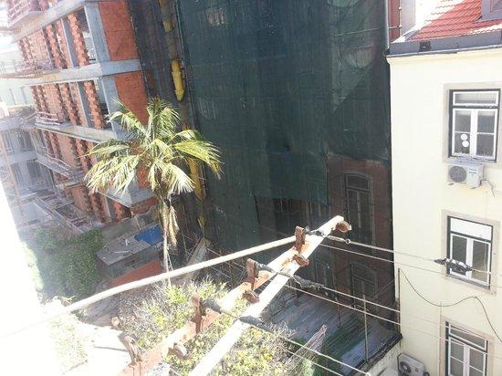 Pensao Perola Da Baixa: panorama sul cortile..