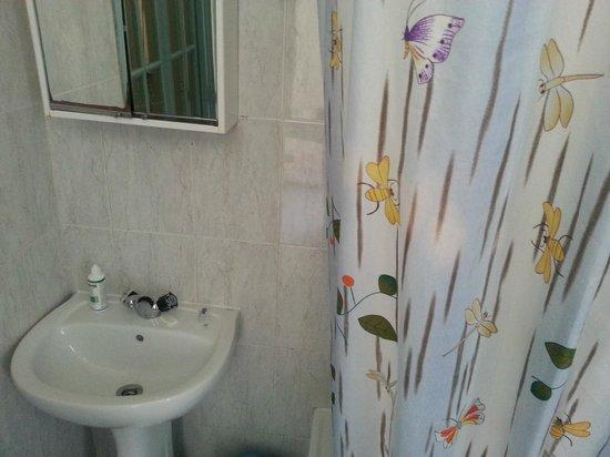Pensao Perola Da Baixa: bagno..