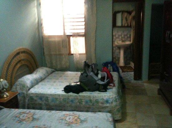 Casa de Hospedaje Dra. Barbara Ramos Andrade: Camera e bagno