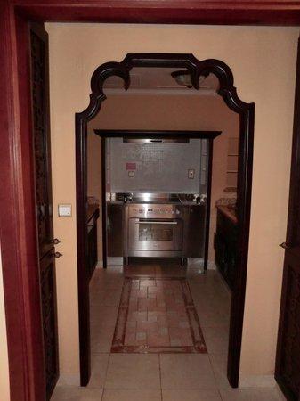 Arjaan by Rotana: Küche in der Suite