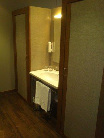 Hotel Spa Attica 21 Villalba: Zona del lavabo