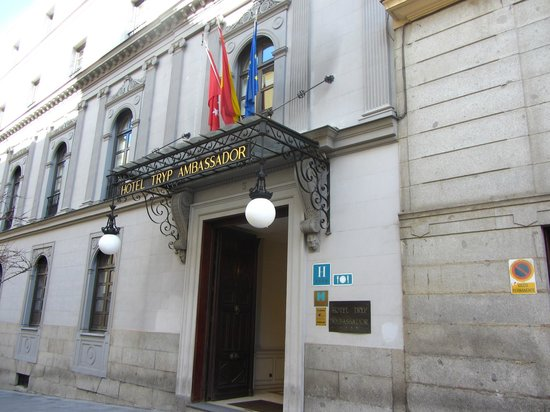 Gran Melia Palacio de Los Duques: Hotel entrance