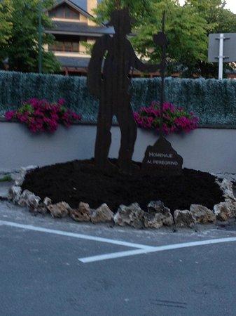 Hotel Gernika: Homenaje que el hotel hizo con esta escultura en el 2012