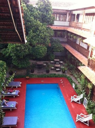 Protea Hotel by Marriott Dar es Salaam Courtyard: pool area seen from 2nd floor
