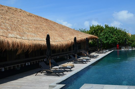 NIZUC Resort and Spa: La Punta Grill to the left and the adults only pool