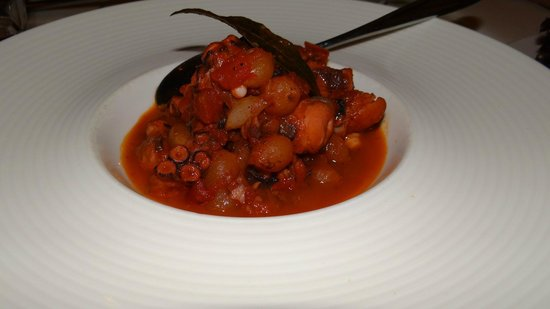 Alatsi: Stewed Octopus with pearl onions