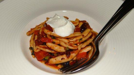 Alatsi: Homemade pasta with olives