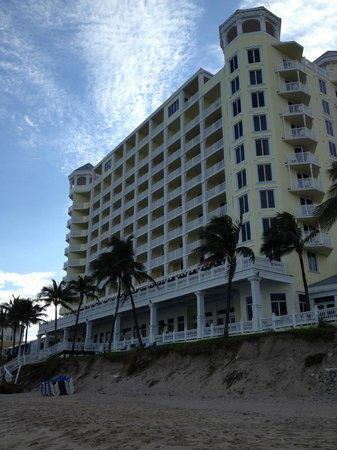 Fort Lauderdale Beach Inn: A nice hotel across the street