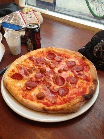Pizzeria La Fiorita : Pizza tre porcellini