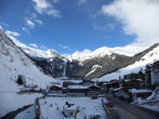 Hintertux, Autriche : Morning view from our balcony