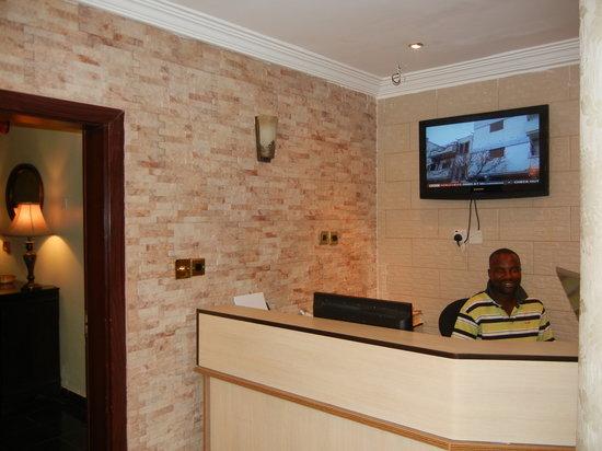 Tivoli Residence: Reception