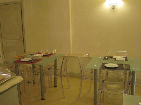 Hotel Palazzo dei Mercanti: tavoli colazione