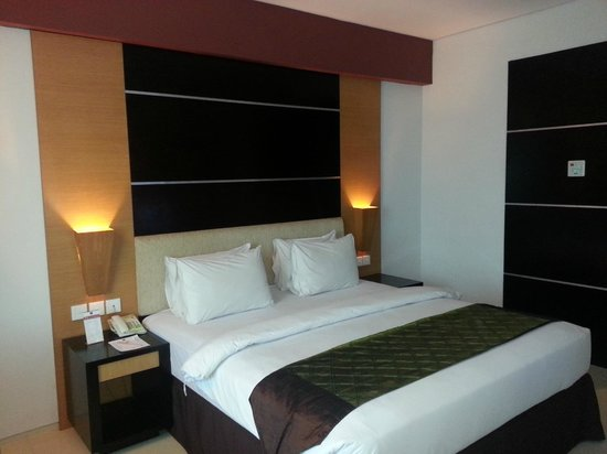 The Daira Hotel Palembang: Another view of the room