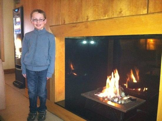 Lough Allen Hotel & Spa: relaxing by the fire on a cold day