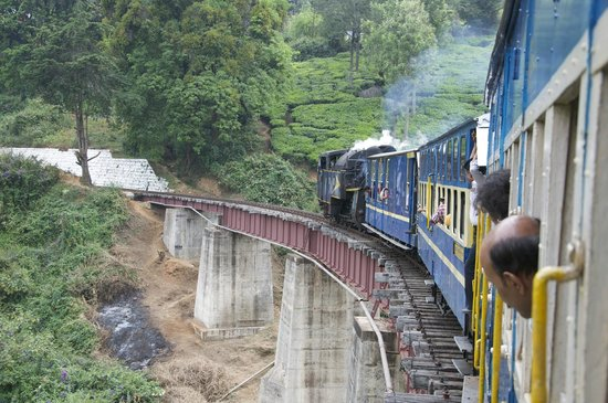 Nilgiri Mountain Railway: The steam train passes over a bridge