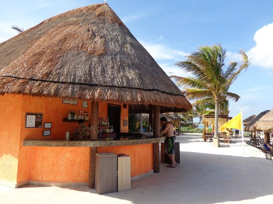 Grand Palladium Riviera Resort & Spa : Beach bar