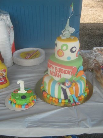 Kustom Kakes: This is our YUMMY cake!