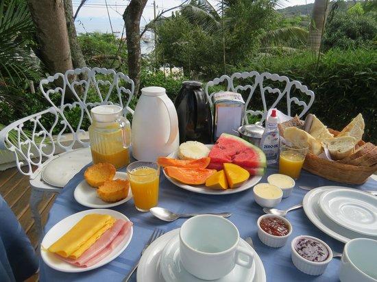 Pousada Casa Buzios: Breakfast