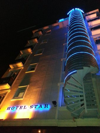 Express Star Hotel: the hotel view from the side