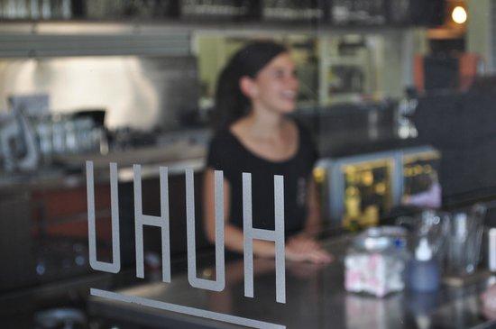 Huhu : Erin, our cheerful, pleasant waitress