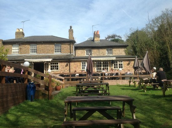 The Waggon & Horses / Choppy's: Nice grounds.   Summer will be good here. Enjoy the beer but dont expect great food.