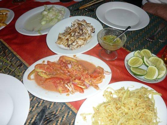 Min Thu - Traditional Seafood Restaurant : Gurken und Tomaten Salat