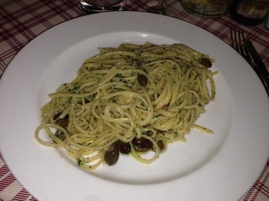 Trattoria della Gloria: tagliolini alla gloria con acciughe e olive. top