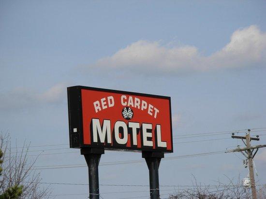 Red Carpet Motel - Knoxville: Motel Sign