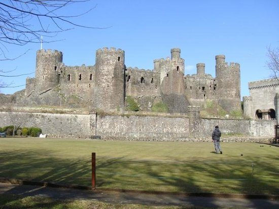 Stoneleigh Guest House: Cowy Castle in the middle of town