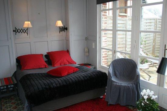 Aux Rives de Honfleur : Pavillon Lit