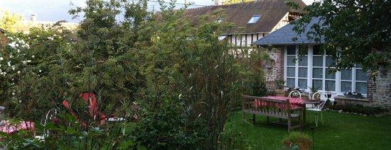 Aux Rives de Honfleur : Pavillon Jardin devant
