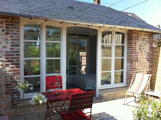 Aux Rives de Honfleur : Pavillon terrasse