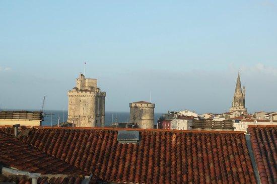 Le Yachtman: Les tours et la mer depuis la chambre