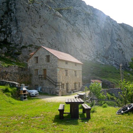 Apartamentos Rurales La Pinietsa