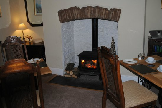 Stags Head Farm B & B: Breakfast by a log fire