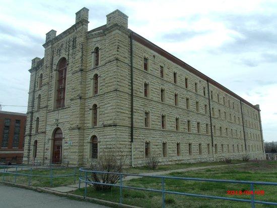 byrå till hall ~ a hall built in 1868 still in service till 2004