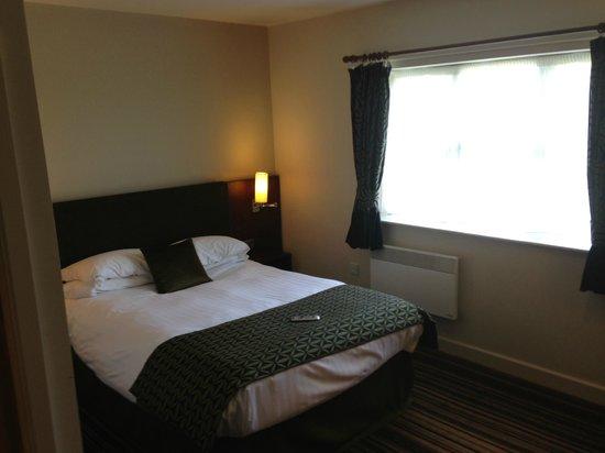 Burntwood Court Hotel: Basic room