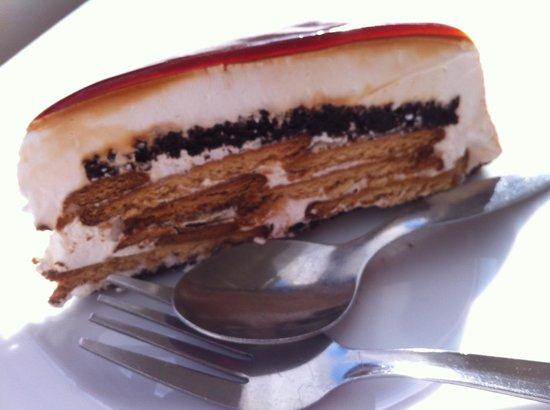 Praia Tamariz Restaurant: Cookies and caramel cake