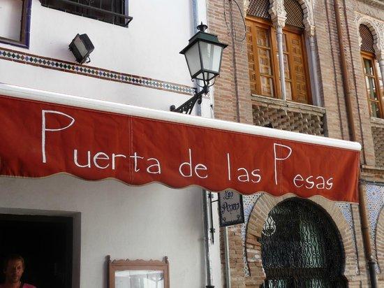 Puerta de las Pesas: View of the sign