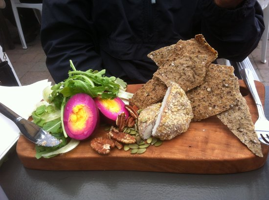 Nourish Kitchen & Cafe : Tasty ploughman type lunch