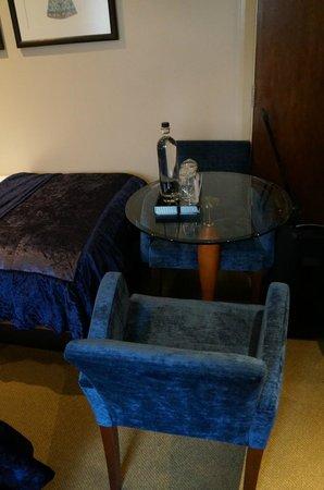 Radisson Blu Edwardian Kenilworth Hotel: Very comfy chairs