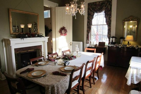 Carriage Inn Bed and Breakfast: Dining room