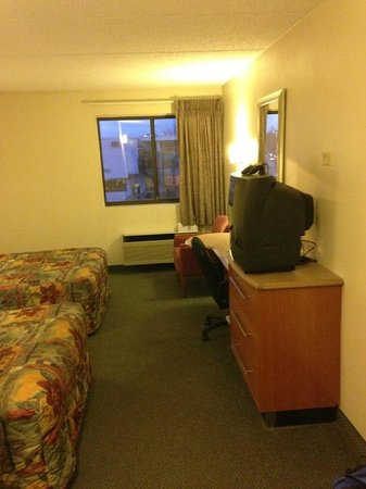 Worthington Red Roof Inn: Main Room/Desk