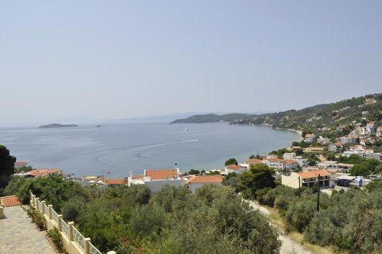 Poseidon Villas : θέα από τα δωμάτια που βρίσκονται απέναντι από την πισίνα